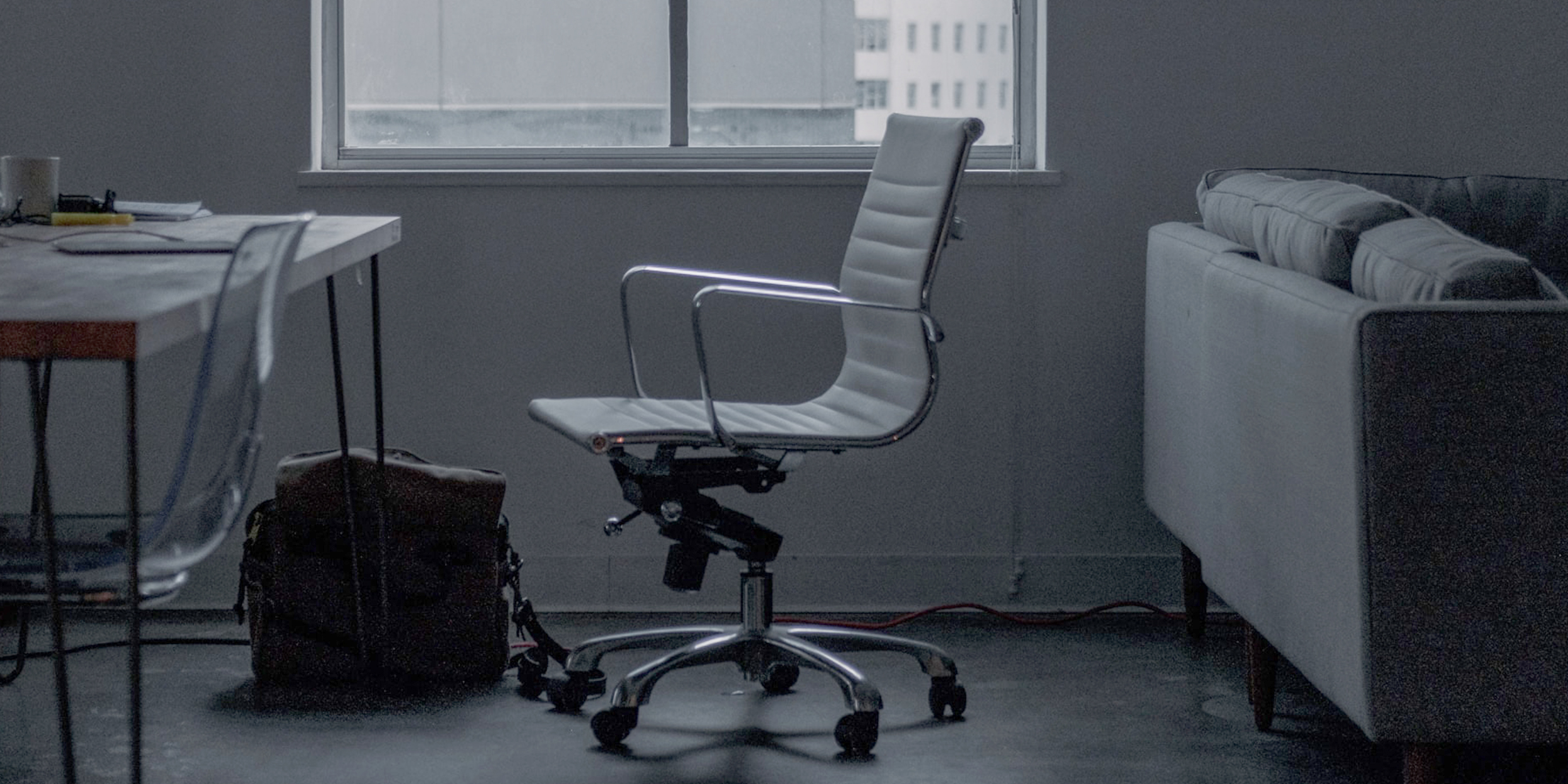 Eames EA117 Office Chair