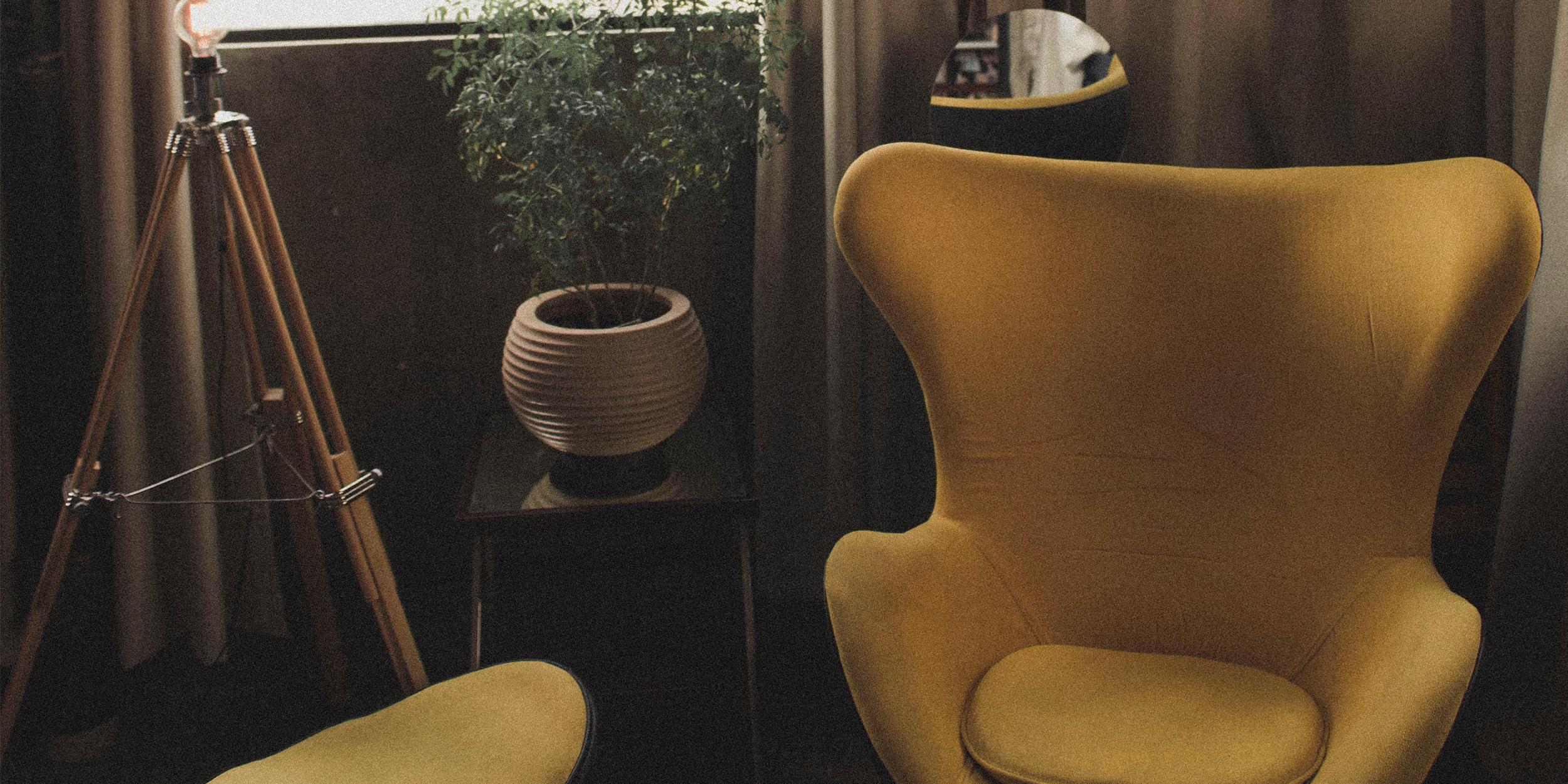 Arne Jacobsen Egg Chair in Yellow Wool
