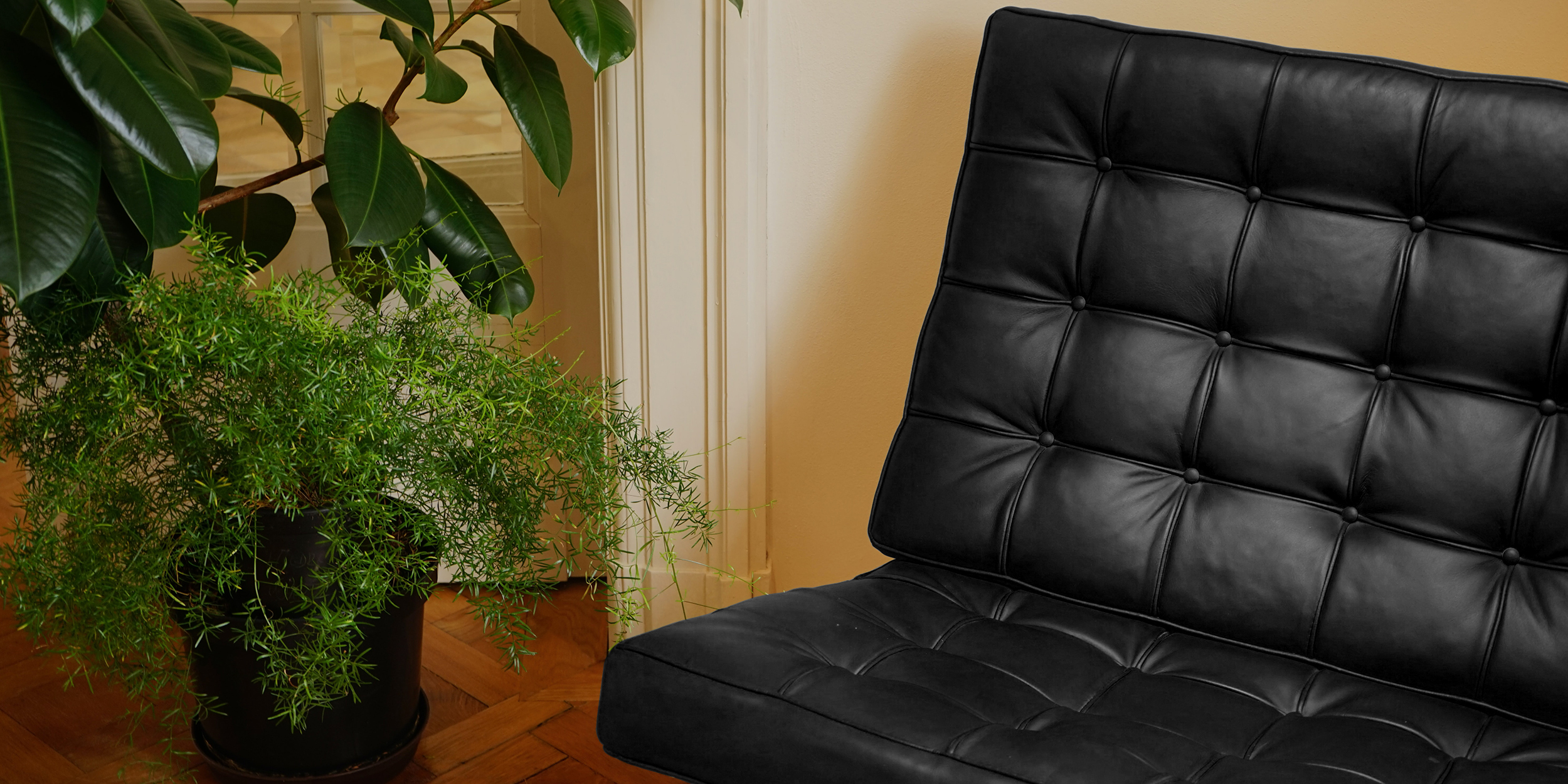 Barcelona Chair Black Leather Accent Chair