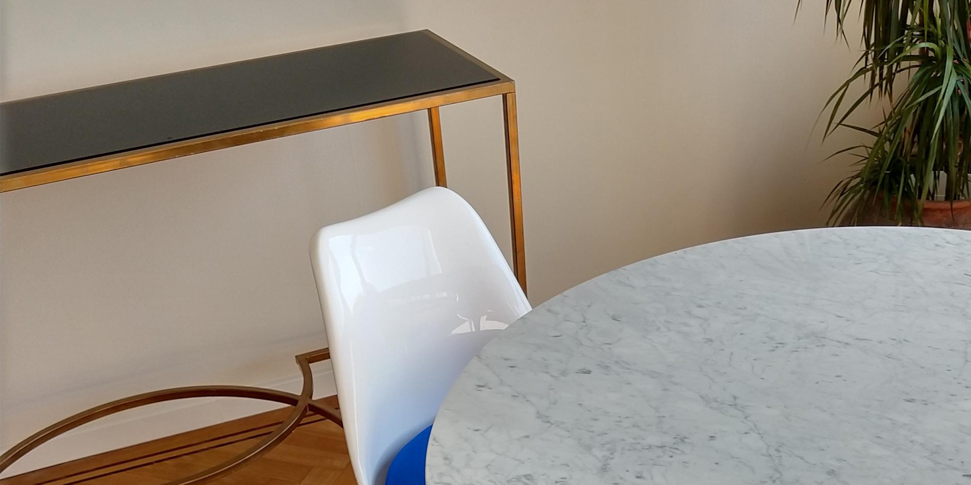 Eeero Saarinen Tulip Side Chair & Table High Angle