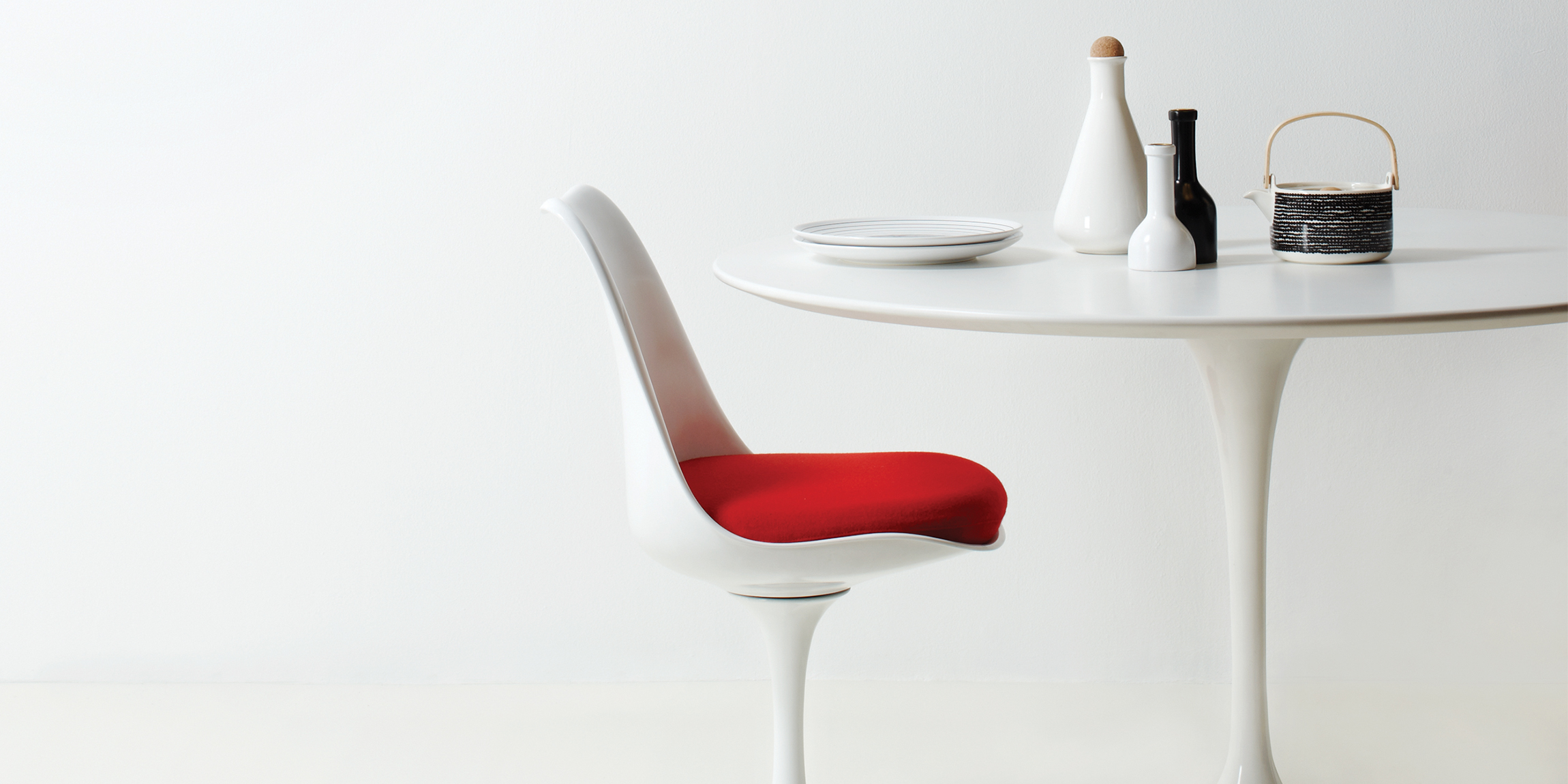 Eero Saarinen Iconic Tulip Table & Tulip Side Chair