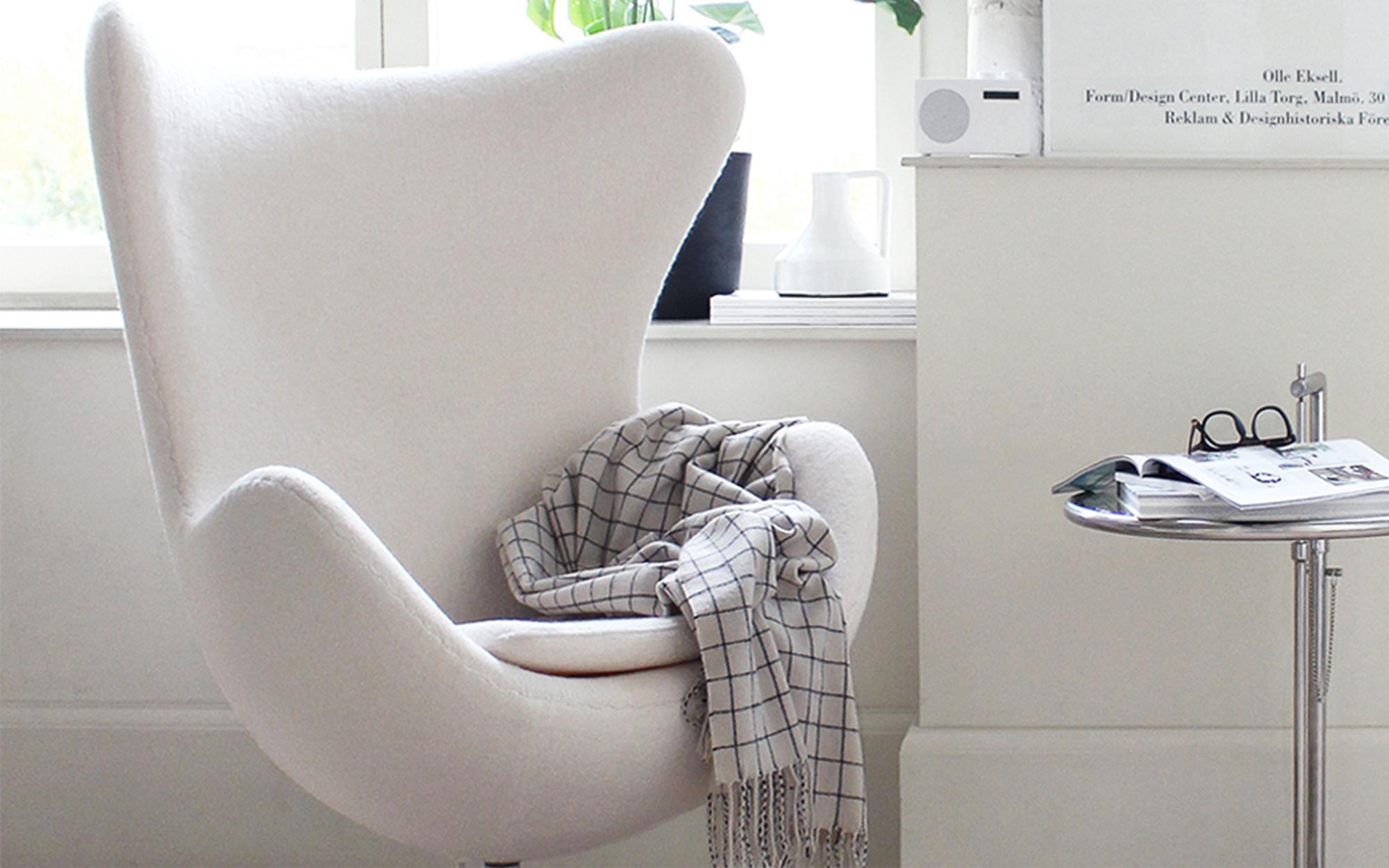 Arne Jacobsen Egg Chair in White Wool
